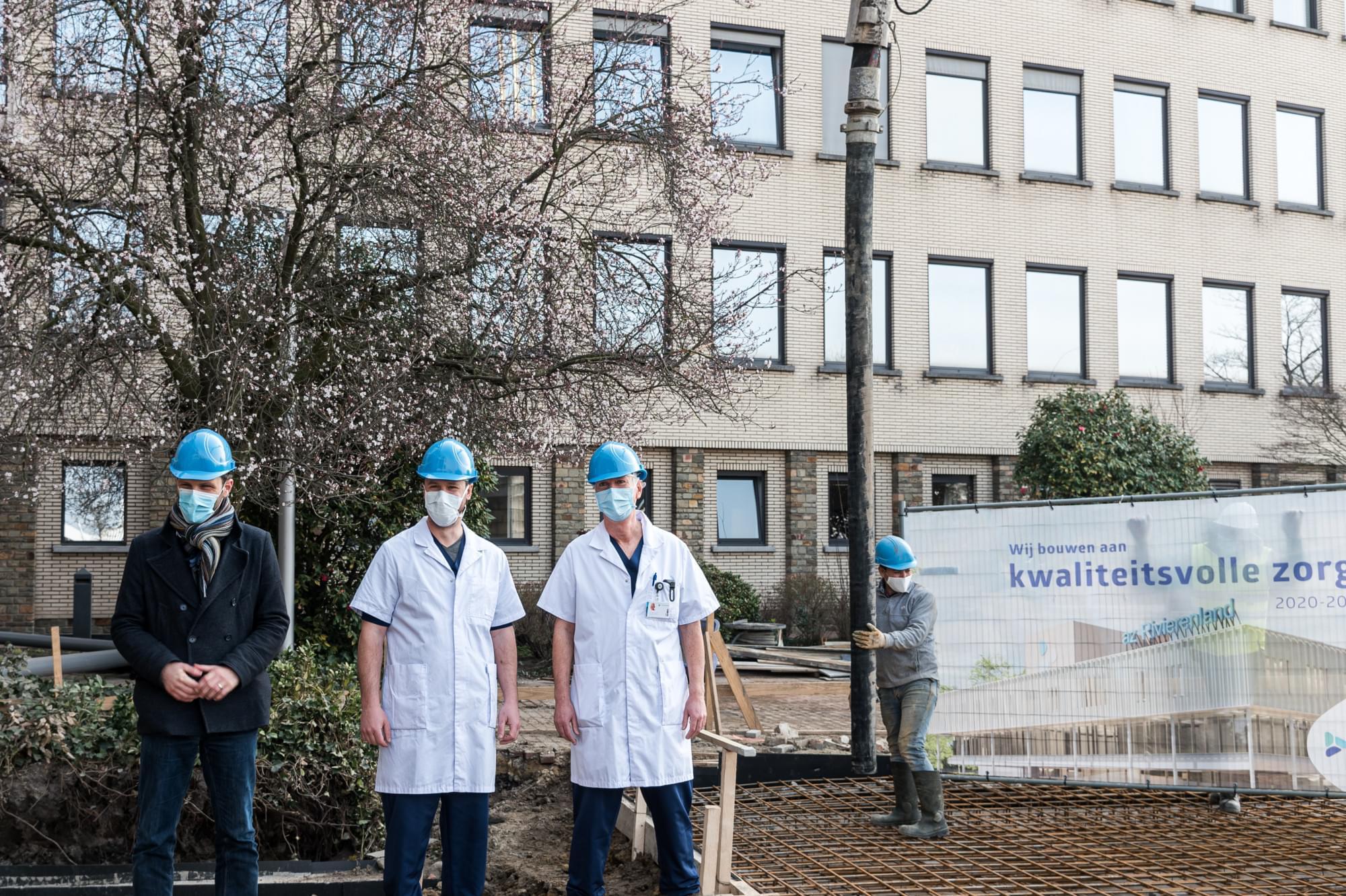 Burgemeester Callaerts, dokters Bongaerts en Craninx (2)
