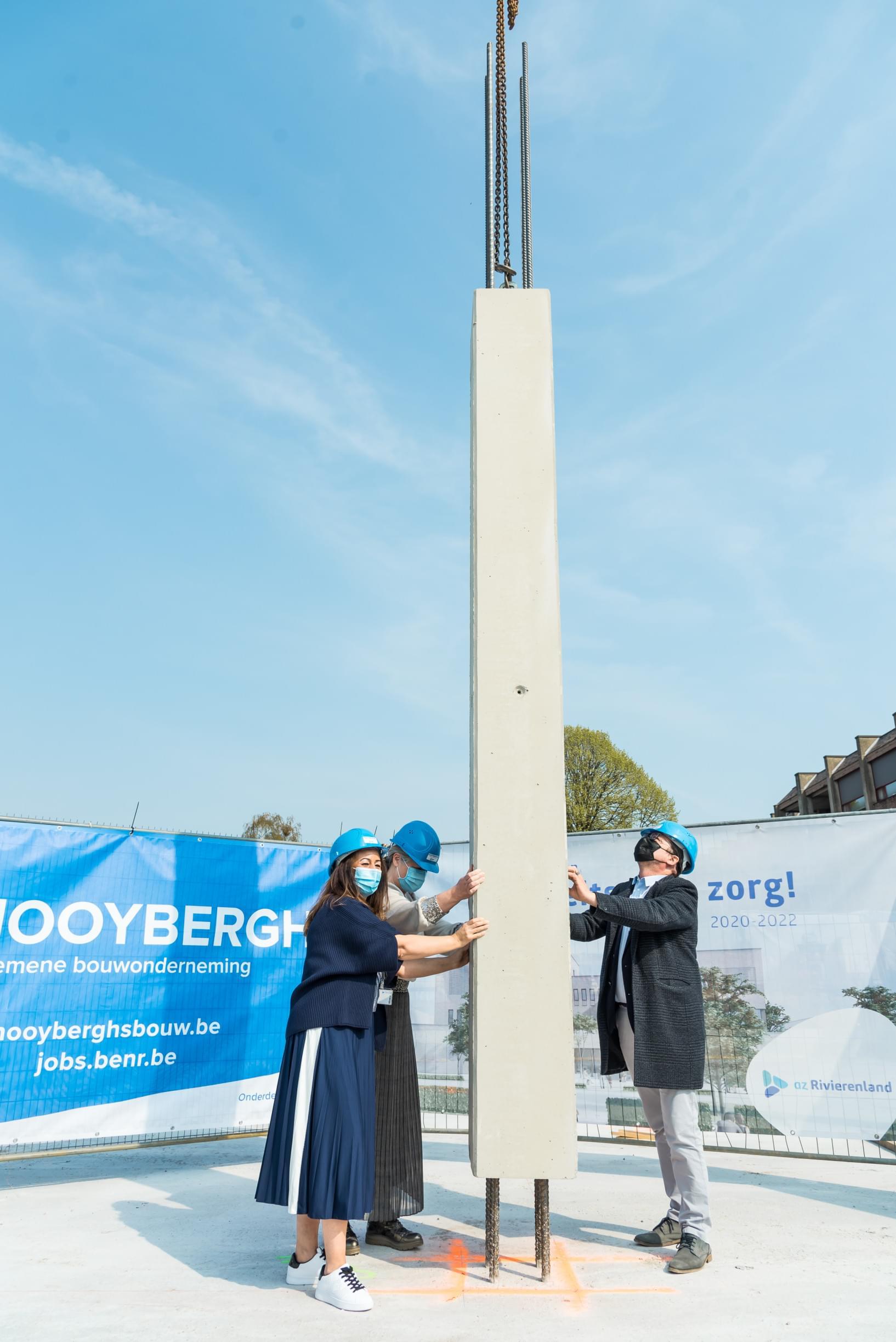 Burgemeester Eddy Bevers, dokter Myriam Callaert en verpleegkundige Najat Skeli